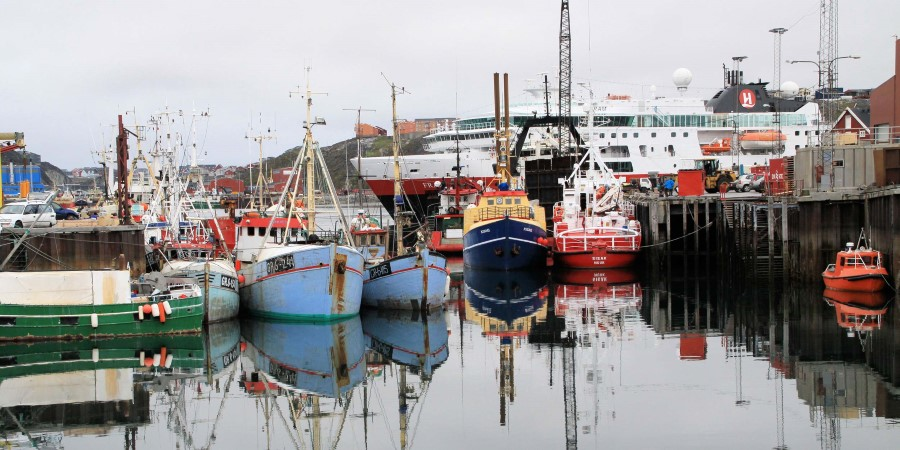 2500x1250_IMG_7909-MS-Fram-Nuuk-Harbor-Fishing-Boats_Leslie-A.-Kelly.jpg