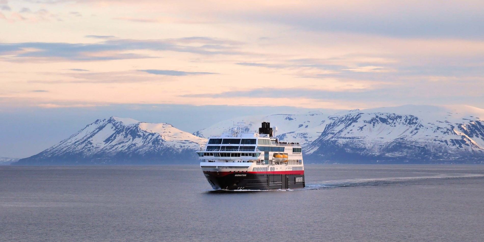 2500x1250_MS-Midnatsol_Between-Skjervoy-and-Tromso_BY_Nicolas-Lietaer_Guest-image.jpg
